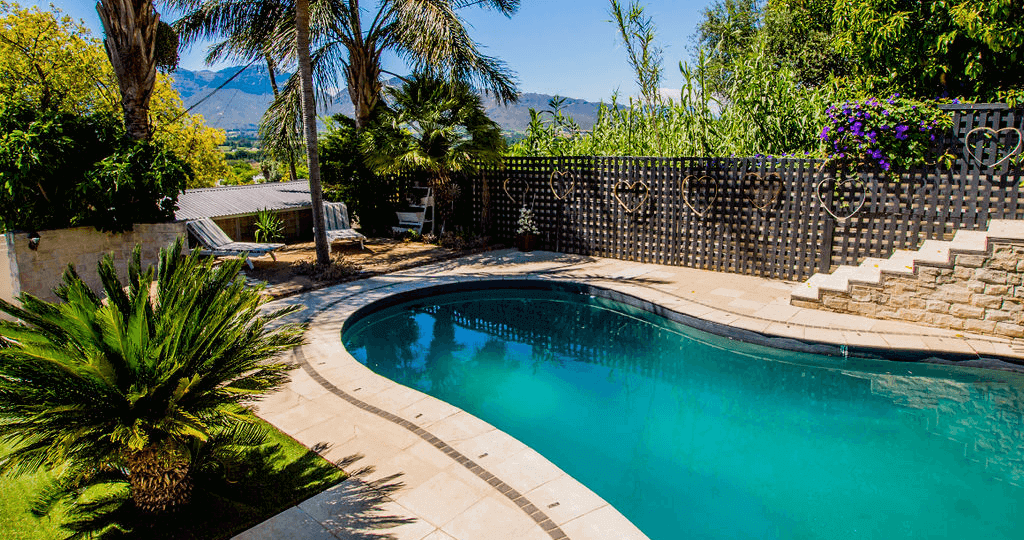 ladera-vista-home-swimmingpool-2